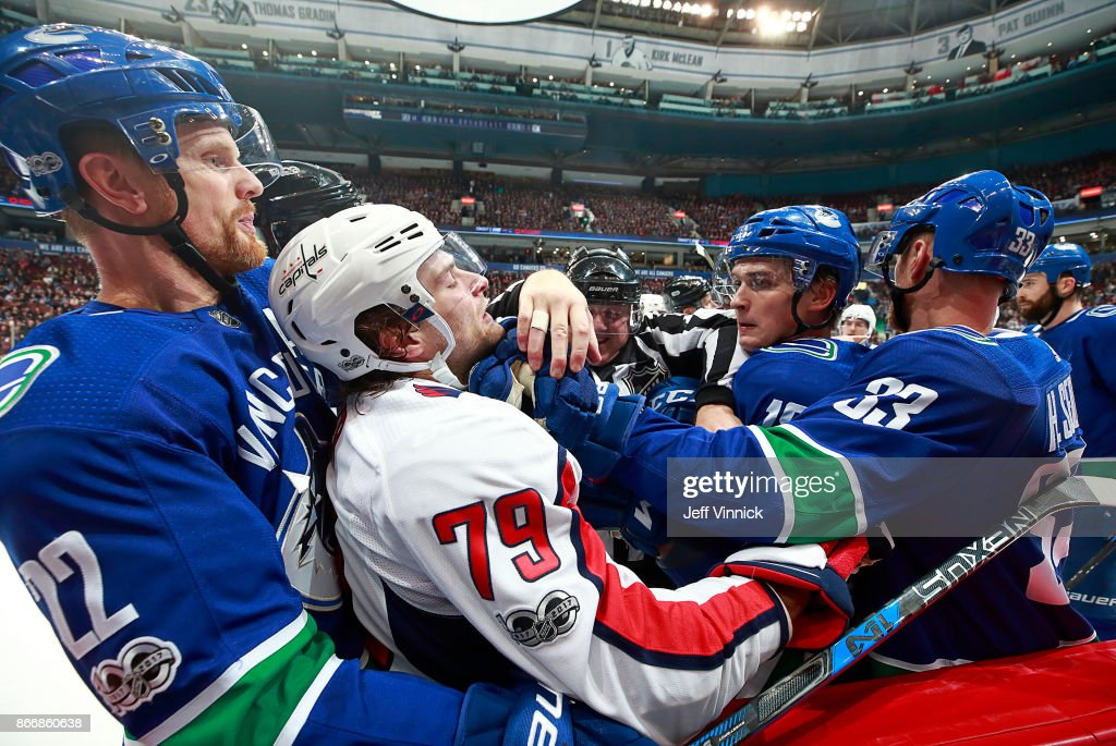 Washington Capitals v Vancouver Canucks : News Photo