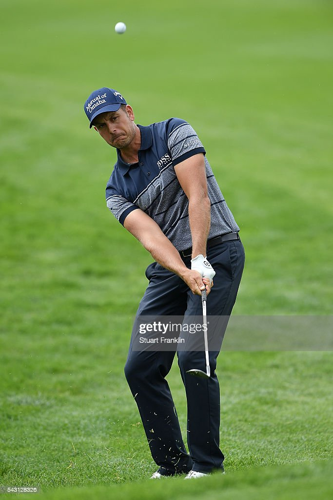<a gi-track='captionPersonalityLinkClicked' href=/galleries/search?phrase=Henrik+Stenson&family=editorial&specificpeople=211537 ng-click='$event.stopPropagation()'>Henrik Stenson</a> of Sweden chips during the final round of the BMW International Open at Gut Larchenhof on June 26, 2016 in Cologne, Germany.