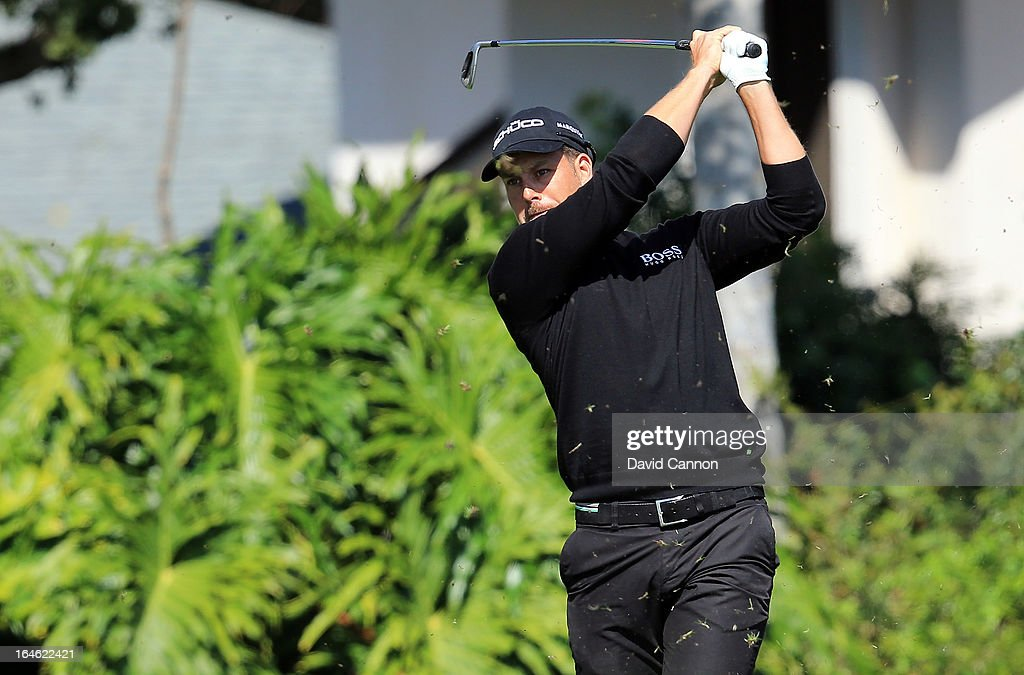 <a gi-track='captionPersonalityLinkClicked' href=/galleries/search?phrase=Henrik+Stenson&family=editorial&specificpeople=211537 ng-click='$event.stopPropagation()'>Henrik Stenson</a> of Sweden plays his tee shot at the par 4, 13th hole during the final round of the 2013 Arnold Palmer Invitational Presented by Mastercard at Bay Hill Golf and Country Club on March 25, 2013 in Orlando, Florida.