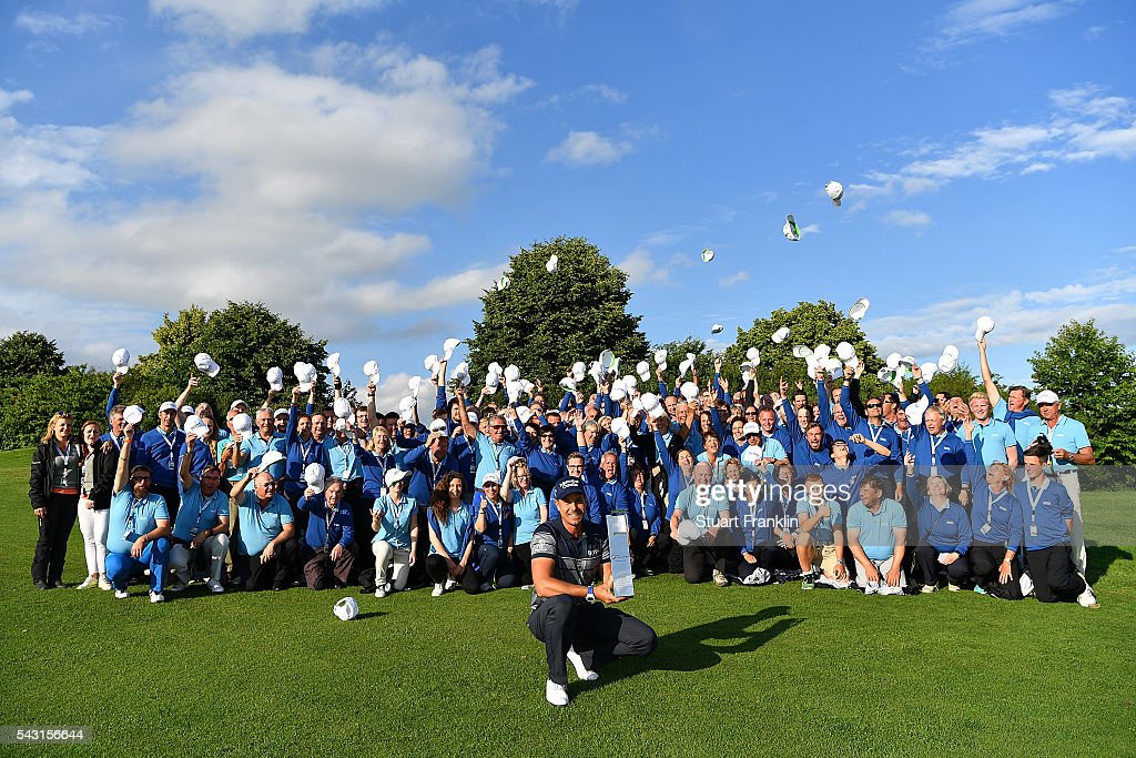 <a gi-track='captionPersonalityLinkClicked' href=/galleries/search?phrase=Henrik+Stenson&family=editorial&specificpeople=211537 ng-click='$event.stopPropagation()'>Henrik Stenson</a> of Sweden poses with volunteers and the trophy following his 3 shot victory during the final round of the BMW International Open at Gut Larchenhof on June 26, 2016 in Cologne, Germany.