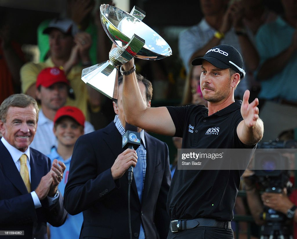 <a gi-track='captionPersonalityLinkClicked' href=/galleries/search?phrase=Henrik+Stenson&family=editorial&specificpeople=211537 ng-click='$event.stopPropagation()'>Henrik Stenson</a> of Sweden presents the FedEx Cup to the gallery on the 18th green after winning the TOUR Championship and the FedEx Cup playoffs by Coca-Cola at East Lake Golf Club on September 22, 2013 in Atlanta, Georgia.