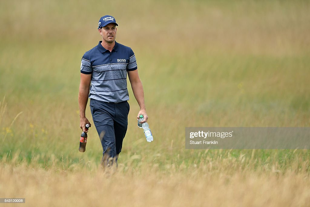 <a gi-track='captionPersonalityLinkClicked' href=/galleries/search?phrase=Henrik+Stenson&family=editorial&specificpeople=211537 ng-click='$event.stopPropagation()'>Henrik Stenson</a> of Sweden walks with drinks bottles during the rain delayed third round of the BMW International Open at Gut Larchenhof on June 26, 2016 in Cologne, Germany.