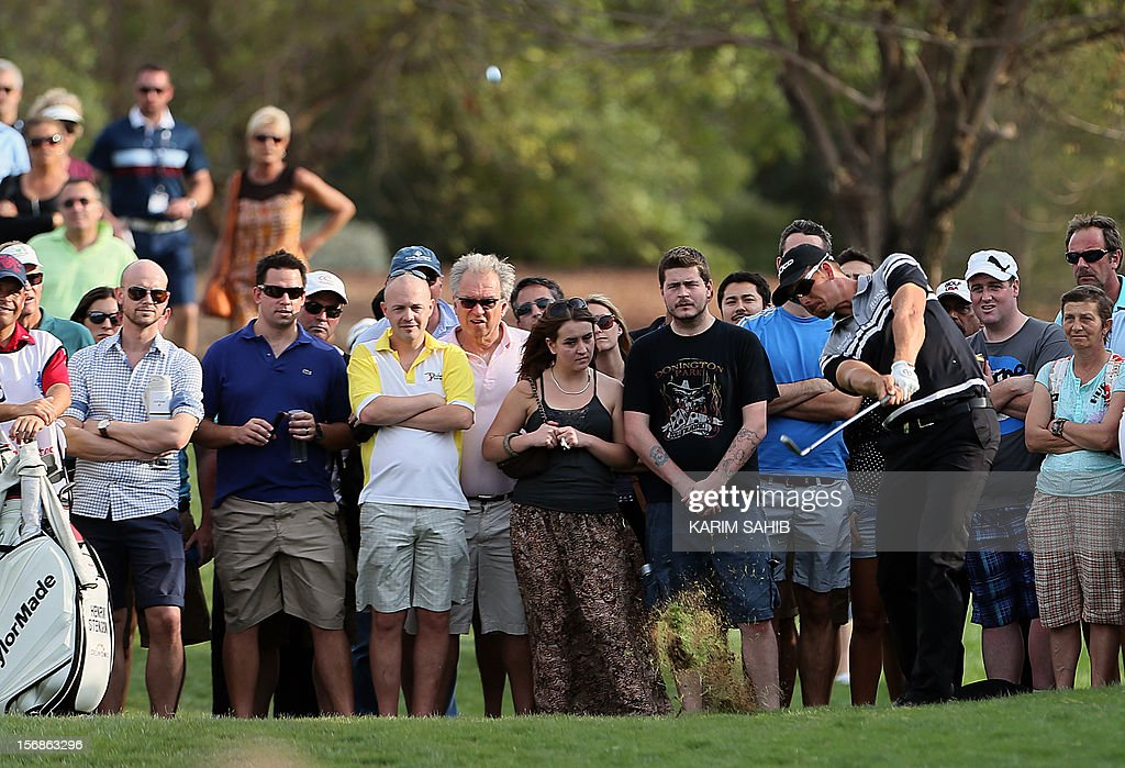 Henrik Stenson of Sweden watches his shot during the second round of the DP World Tour Championship in the Gulf emirate of Dubai on November 23, 2012. The eight million dollar (6.2 million euros) tournament is the season-ending championship on the European Tour and only the top-60 players in the Money List qualify for it. AFP PHOTO / KARIM SAHIB