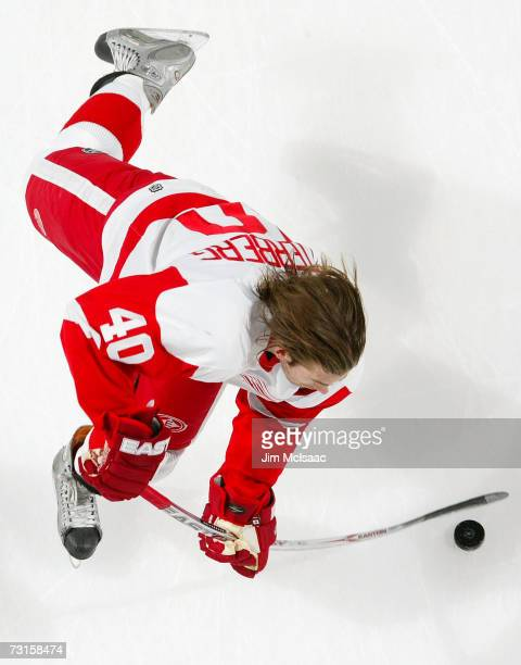 Henrik Zetterberg of the Detroit Red Wings warms up before playing the New York Islanders on January 30 2007 at Nassau Coliseum in Uniondale New York