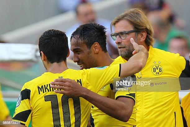 Henrikh Mkhitaryan Borussia Dortmund Pierre Emerick Aubameyang Borussia Dortmund Trainer Jürgen Juergen Klopp Borussia Dortmund DFB Pokal Fussball...