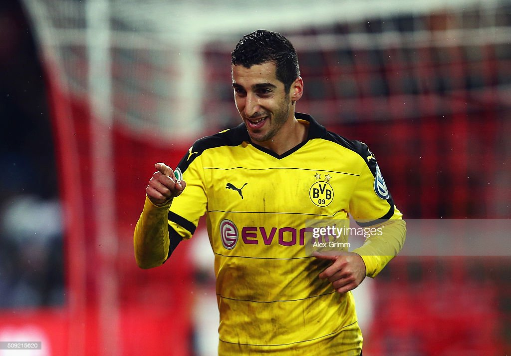 <a gi-track='captionPersonalityLinkClicked' href=/galleries/search?phrase=Henrikh+Mkhitaryan&family=editorial&specificpeople=6234732 ng-click='$event.stopPropagation()'>Henrikh Mkhitaryan</a> of Borussia Dortmund celebrates as he scores their third goal during the DFB Cup Quarter Final match between VfB Stuttgart and Borussia Dortmund at Mercedes-Benz Arena on February 9, 2016 in Stuttgart, Germany.