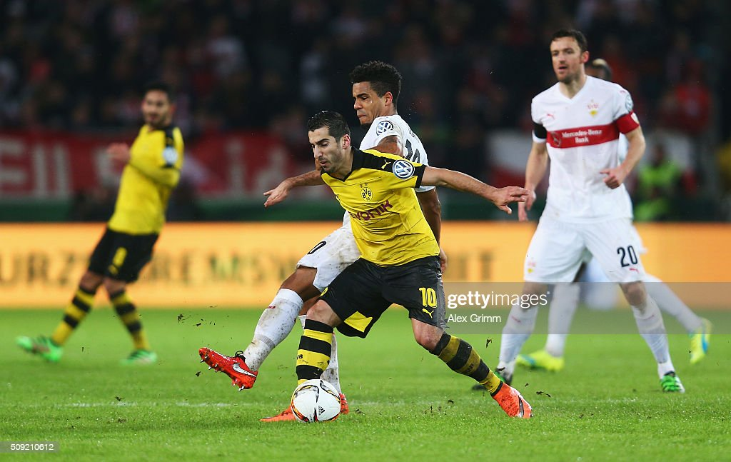 <a gi-track='captionPersonalityLinkClicked' href=/galleries/search?phrase=Henrikh+Mkhitaryan&family=editorial&specificpeople=6234732 ng-click='$event.stopPropagation()'>Henrikh Mkhitaryan</a> of Borussia Dortmund holds off <a gi-track='captionPersonalityLinkClicked' href=/galleries/search?phrase=Daniel+Didavi&family=editorial&specificpeople=4409864 ng-click='$event.stopPropagation()'>Daniel Didavi</a> of Stuttgart during the DFB Cup Quarter Final match between VfB Stuttgart and Borussia Dortmund at Mercedes-Benz Arena on February 9, 2016 in Stuttgart, Germany.