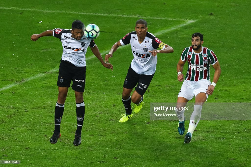 Henrique Dourado (R) of Fluminense struggles for the ball with Bremer (L) and Leonardo Silva of Atletico MG during a match between Fluminense and Atletico MG part of Brasileirao Series A 2017 at Maracana Stadium on August 21, 2017 in Rio de Janeiro, Brazil.