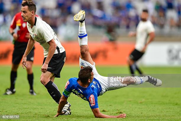 Henrique of Cruzeiro and Rodriguinho of Corinthians battle for the ball during a match between Cruzeiro and Corinthians as part of Brasileirao Series...
