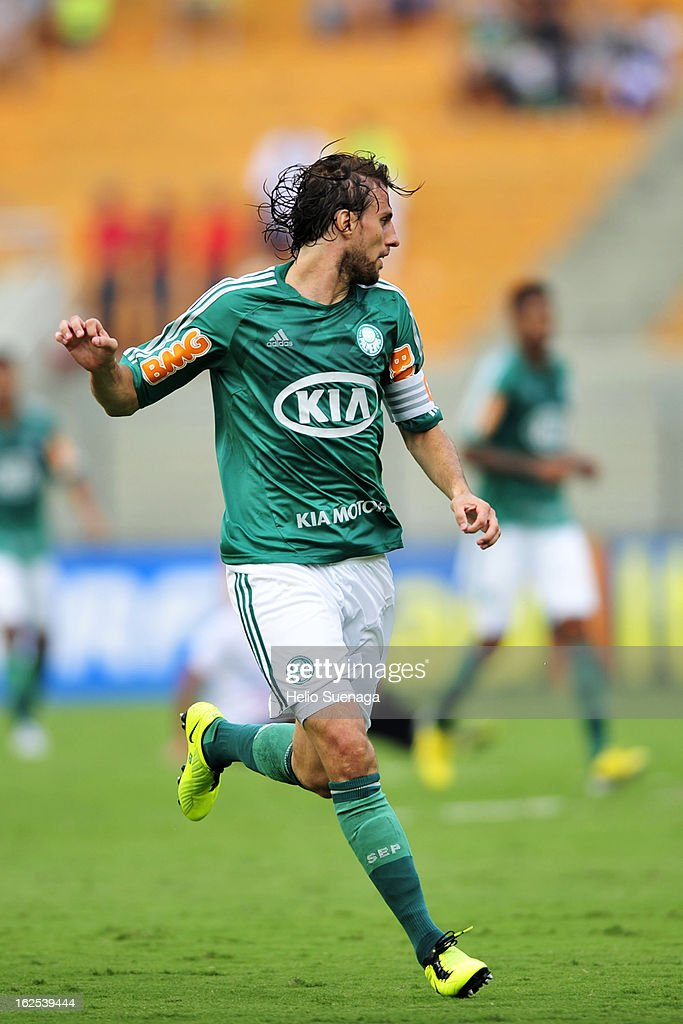 Henrique of Palmeiras in action during a match between Palmeiras and UA Barbarense as part of the Paulista Championship 2013 at Pacaembu Stadium on February 24, 2013 in Sao Paulo, Brazil.