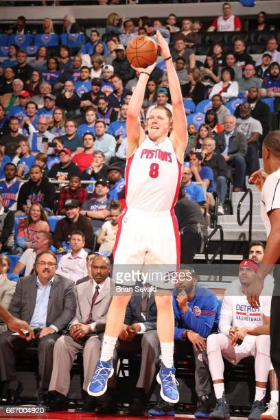 Henry Ellenson of the Detroit Pistons shoots the ball against the Washington Wizards on April 10 2017 at The Palace of Auburn Hills in Auburn Hills...