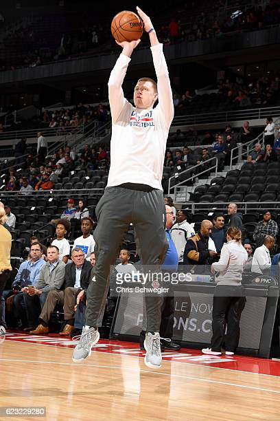 Henry Ellenson of the Detroit Pistons warms up before the game against the Oklahoma City Thunder on November 14 2016 at The Palace of Auburn Hills in...