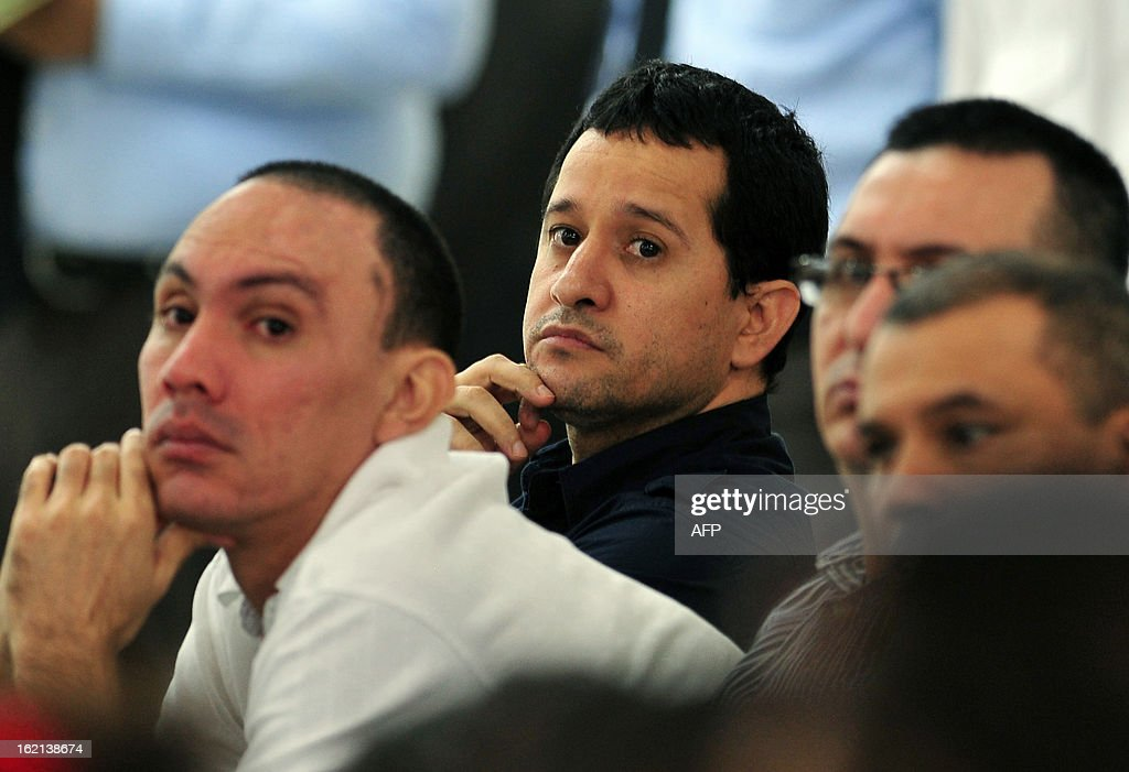 Henry Farinas (C), the alleged target of the attack that killed Argentine singer and songwriter Facundo Cabral on July 9, 2011, and other convicts attend an appeal hearing in which the lawyers will try to prove that their clients are not guilty of the crimes for which they were convicted, in Managua, on February 19, 2013. Farinas was sentenced to 30 years in prison on charges of drug trafficking, money laundering and organized crime association. AFP PHOTO/Hector RETAMAL