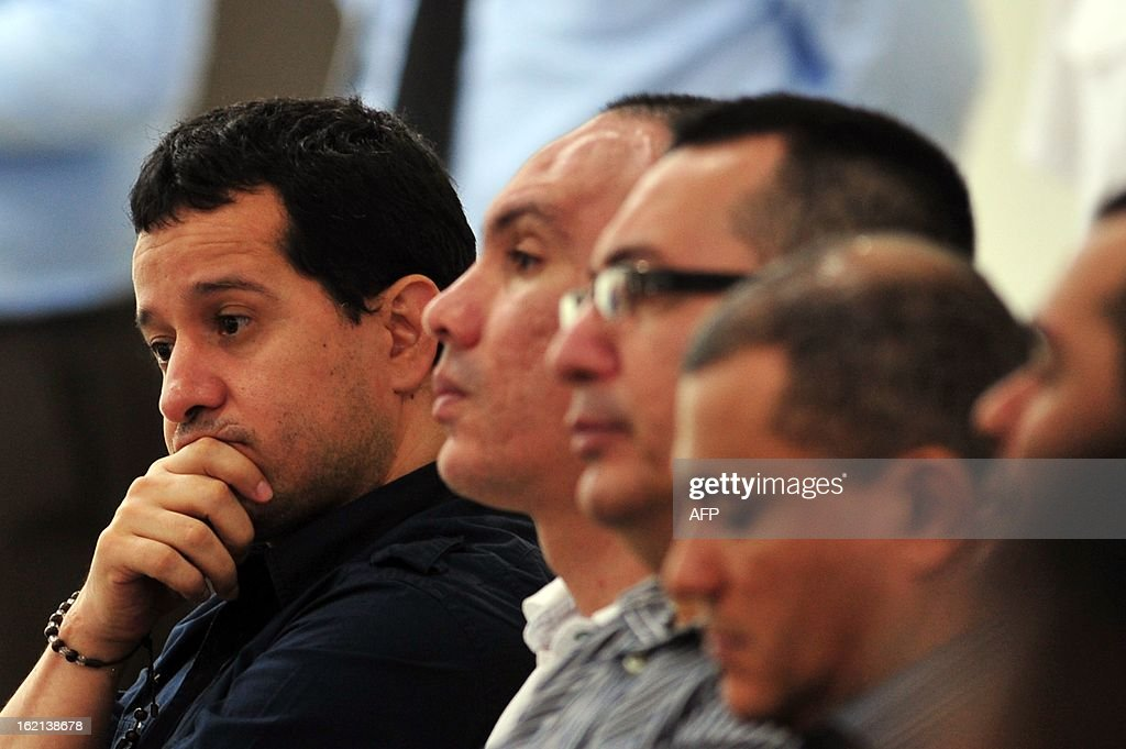 Henry Farinas (L), the alleged target of the attack that killed Argentine singer and songwriter Facundo Cabral on July 9, 2011, and other convicts attend an appeal hearing in which the lawyers will try to prove that their clients are not guilty of the crimes for which they were convicted, in Managua, on February 19, 2013. Farinas was sentenced to 30 years in prison on charges of drug trafficking, money laundering and organized crime association. AFP PHOTO/Hector RETAMAL