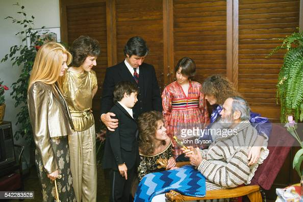 Henry Fonda wins the award for Best Actor in a Leading Role for On Golden Pond directed by Mark Rydell He is surrounded by his granddaughter actress...