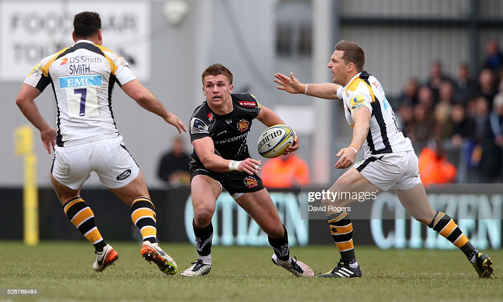 <a gi-track='captionPersonalityLinkClicked' href=/galleries/search?phrase=Henry+Slade+-+Rugby+Player&family=editorial&specificpeople=13834974 ng-click='$event.stopPropagation()'>Henry Slade</a> of Exeter moves past <a gi-track='captionPersonalityLinkClicked' href=/galleries/search?phrase=Jimmy+Gopperth&family=editorial&specificpeople=561375 ng-click='$event.stopPropagation()'>Jimmy Gopperth</a> (R) during the Aviva Premiership match between Exeter Chiefs and Wasps at Sandy Park on May 1, 2016 in Exeter, England.