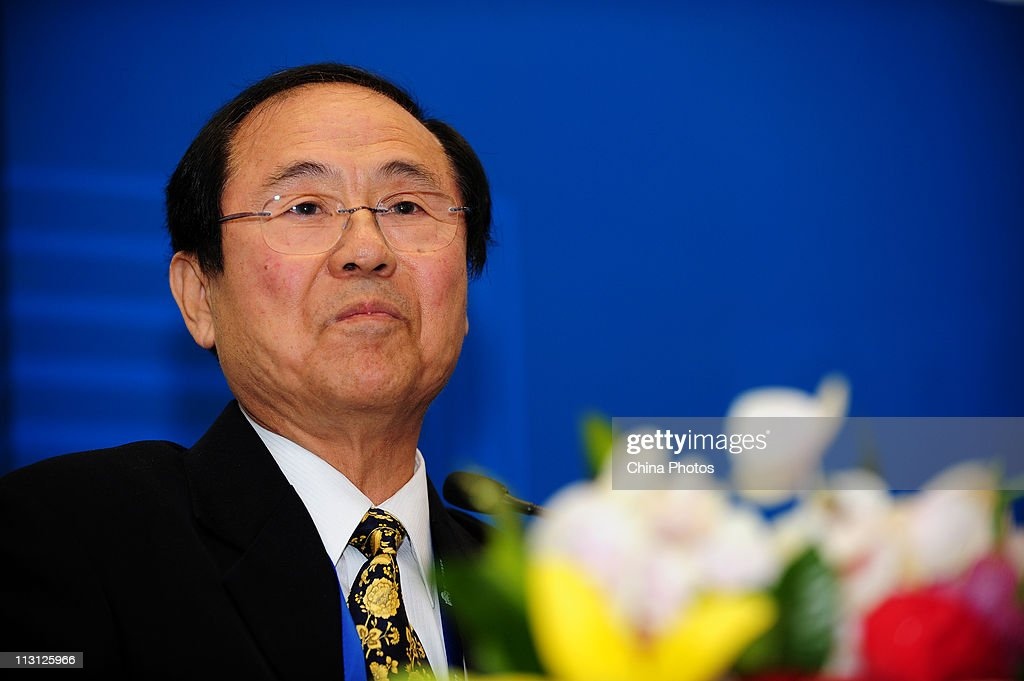 Henry Yang, Chair of APRU and Chancellor of University of California, Santa Barbara, attends the Global Summit Of University Presidents 2011 APRU 15th ... - henry-yang-chair-of-apru-and-chancellor-of-university-of-california-picture-id113125966