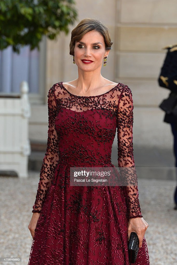 Her Majesty The Queen <a gi-track='captionPersonalityLinkClicked' href=/galleries/search?phrase=Letizia+of+Spain&family=editorial&specificpeople=158373 ng-click='$event.stopPropagation()'>Letizia of Spain</a> arrives at the State Dinner offered by French President François Hollande at the Elysee Palace on June 2, 2015 in Paris, France.