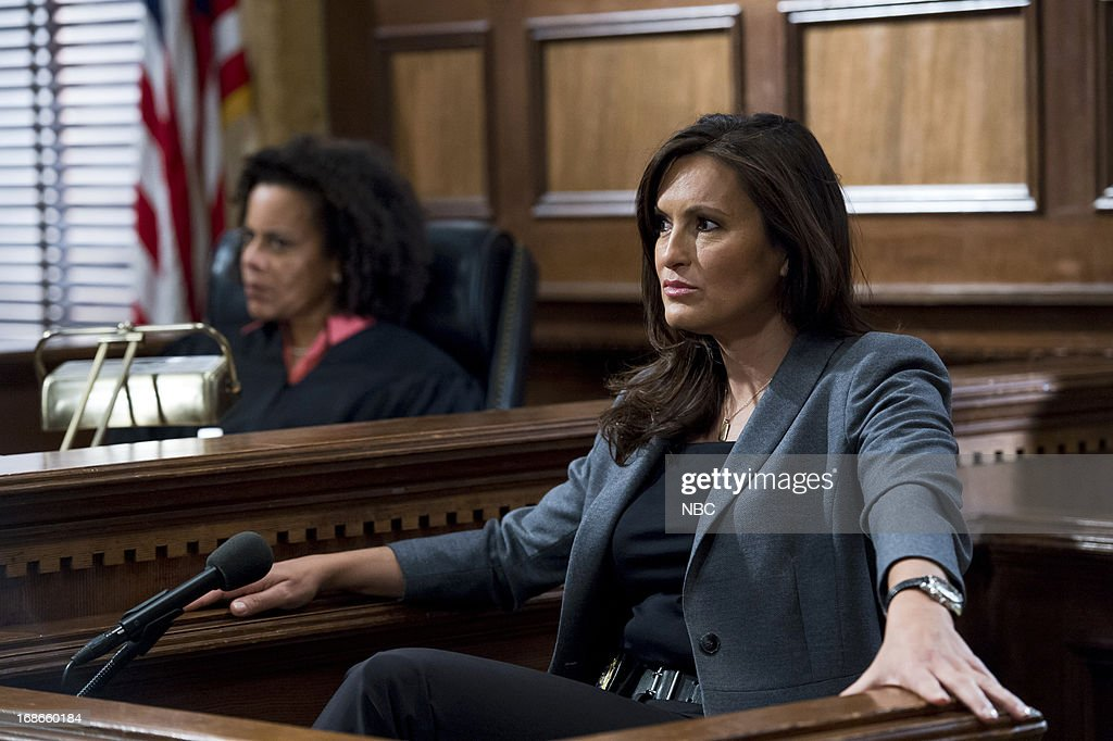 UNIT -- 'Her Negotiation' Episode 1424 -- Pictured: <a gi-track='captionPersonalityLinkClicked' href=/galleries/search?phrase=Mariska+Hargitay&family=editorial&specificpeople=204727 ng-click='$event.stopPropagation()'>Mariska Hargitay</a> as Detective Olivia Benson --