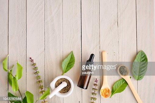 有機漢方薬製品。天然ハーブの自然から不可欠であります。 : ストックフォト