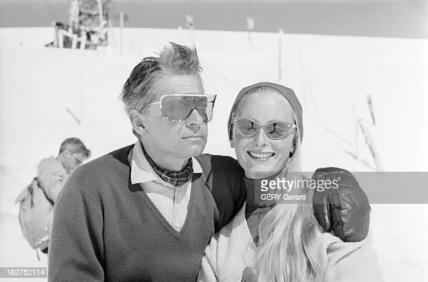 Herbert Von Karajan And His Wife En 1959 à la montagne au sport d'hiver le chef d'orchestre autrichien Herbert VON KARAJAN et sa femme Eliette VON...