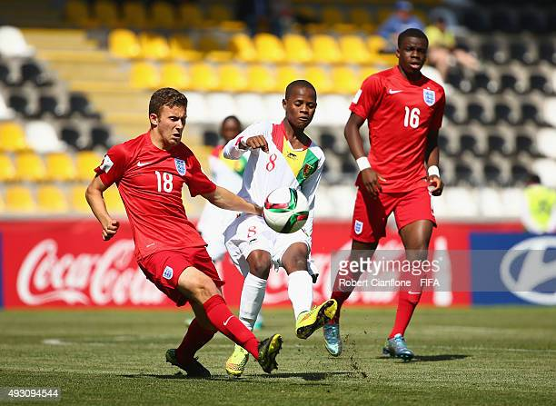 Herbie Kane of England challenges Karim Conte of Guinea during the FIFA U17 World Cup Group B match between England and Guinea at Estadio Francisco...