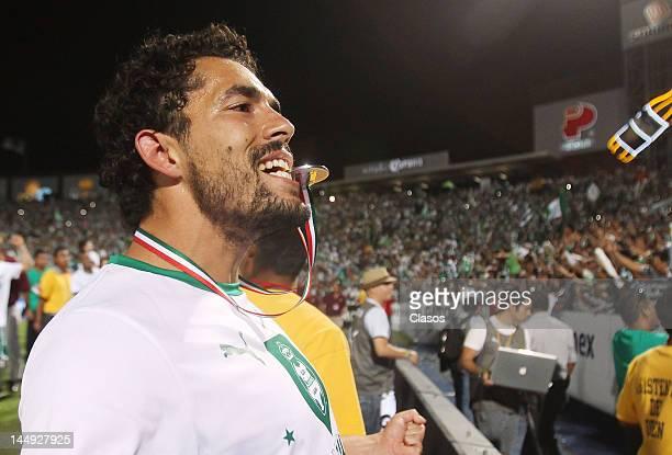 Herculez Gomez of Santos Laguna celebrate championship of the Torneo de Clausura 2012 in the TSM Stadium on May 20 2012 in Torreon Mexico Santos...