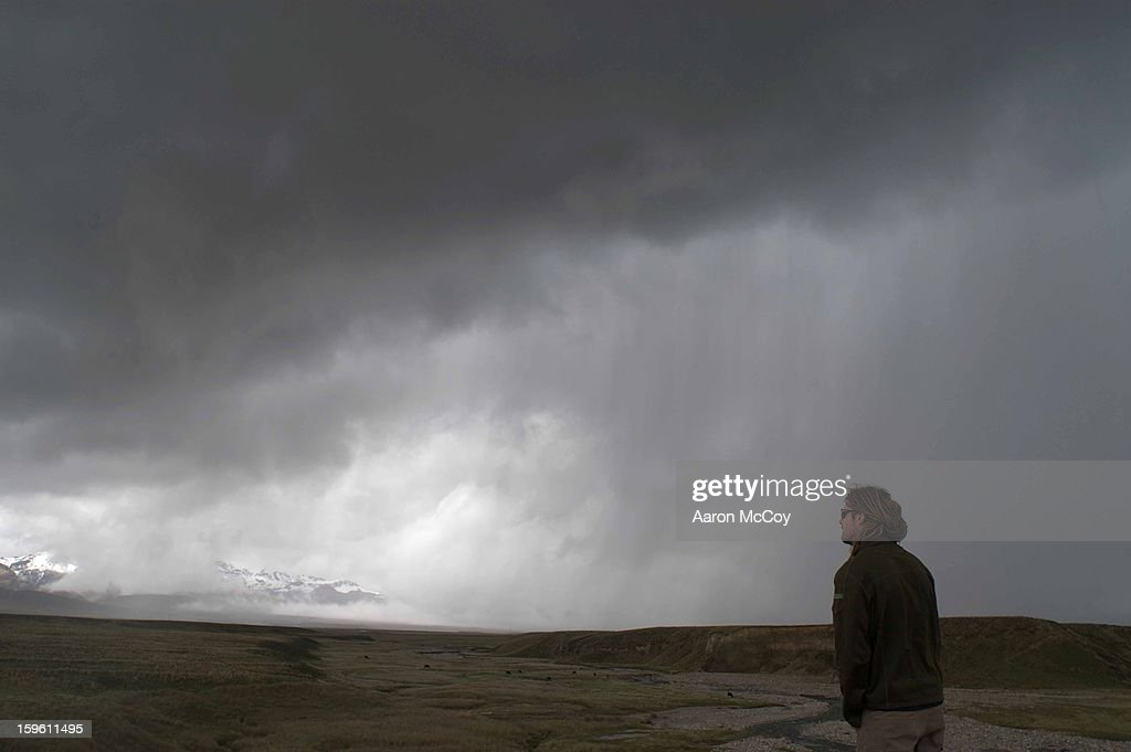 Here comes the rain : Stock Photo