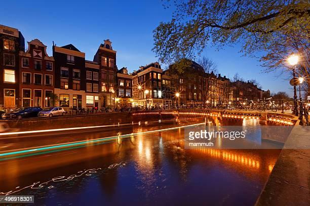 canal Herengracht d'Amsterdam dans la soirée