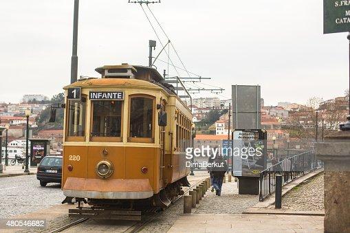 Heritage tram turista línea en las costas del duero : Foto de stock