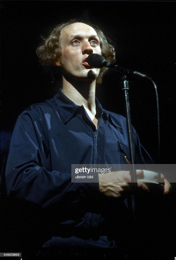 Herman van Veen Singer Entertainer Musician Netherlands performing in Hamburg Germany 1978
