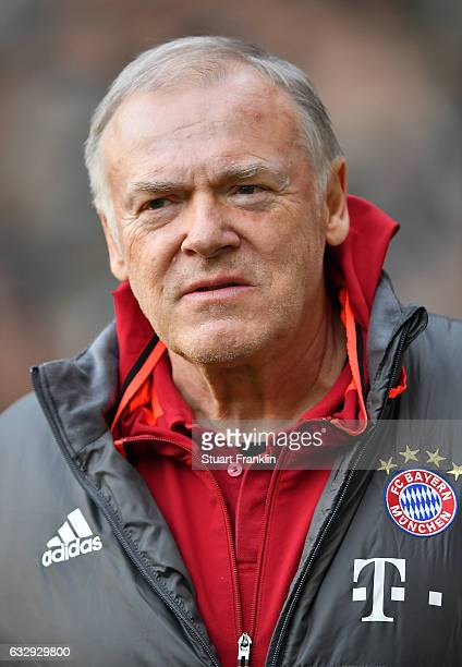 Hermann Gerland assiatant coach of Muenchen looks on during the Bundesliga match between Werder Bremen and Bayern Muenchen at Weserstadion on January...