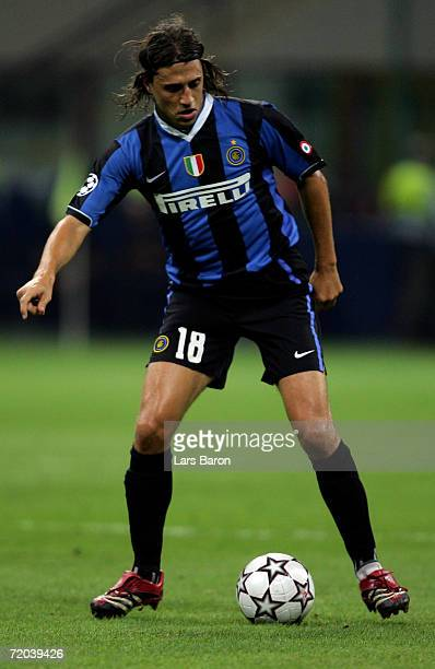 Hernan Crespo of Milan runs with the ball during the UEFA Champions League match between Inter Milan and Bayern Munich at the Giuseppe Meazza Stadium...