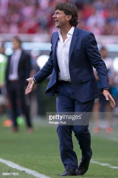 Hernan Cristante coach of Toluca gestures during the semi final second leg match between Chivas and Toluca as part of the Torneo Clausura 2017 Liga...