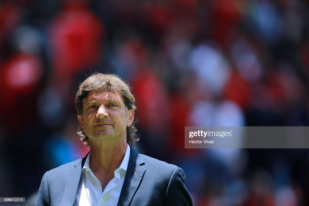 Hernan Cristante coach of Toluca looks on during the fifth round match between Toluca and Necaxa as part of the Torneo Apertura 2017 Liga MX at Nemesio Diez Stadium on August 20, 2017 in Toluca, Mexico.