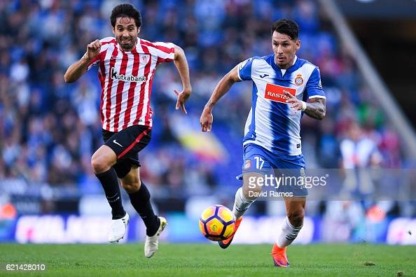 Hernan Perez of RCD Espanyol competes for the ball with Xabier Etxeita of Athletic Club during the La Liga match between RCD Espanyol and Athletic...
