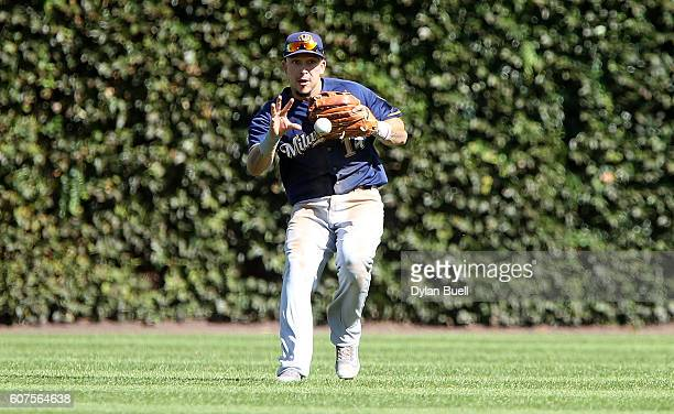 Hernan Perez of the Milwaukee Brewers fields a ground ball in the fourth inning against the Chicago Cubs at Wrigley Field on September 18 2016 in...