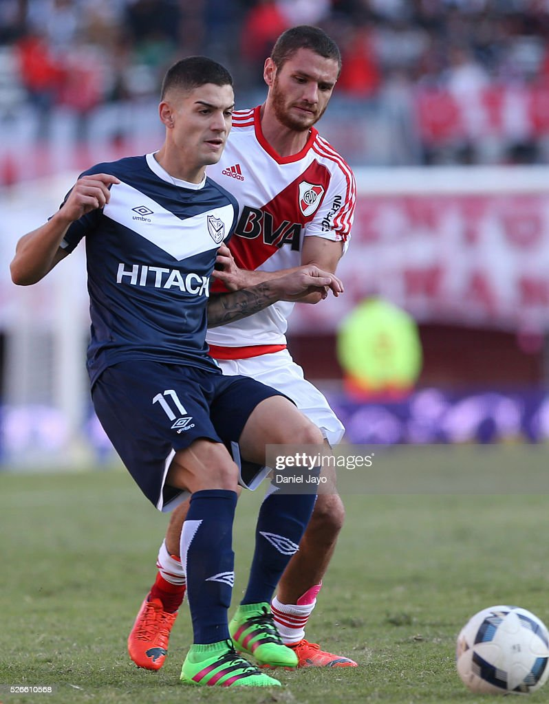 Hernan Toledo, of Velez Sarsfield, (L) and Joaquin Arzura, of River Plate, struggle for the ball during a match between River Plate and Velez Sarsfield as part of Torneo Transicion 2016 at Antonio Vespucio Liberti Stadium on April 30, 2016 in Buenos Aires, Argentina.