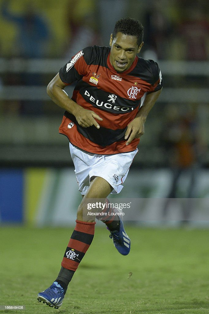 Hernane of Flamengo celebrates a goal during the match between Flamengo and Remo as part of Brazil Cup 2013 at Raulino de Oliveira Stadium on April 17, 2013 in Rio de Janeiro, Brazil.