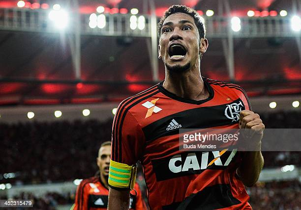 Hernane of Flamengo celebrates the goal of title against Atletico Paranaense after the final of Brazilian Cup 2013 between Flamengo and Atletico...