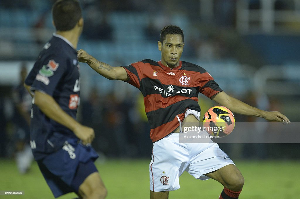 Hernane of Flamengo fights for the ball during the match between Flamengo and Remo as part of Brazil Cup 2013 at Raulino de Oliveira Stadium on April 17, 2013 in Rio de Janeiro, Brazil.