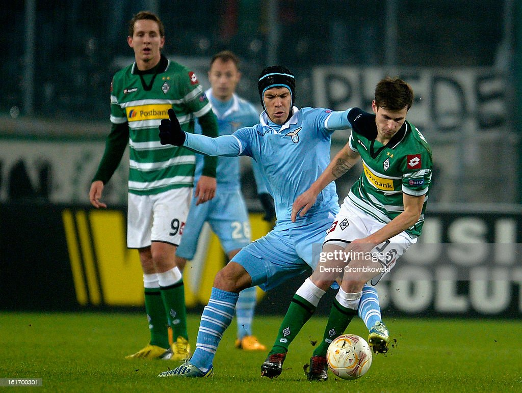 <a gi-track='captionPersonalityLinkClicked' href=/galleries/search?phrase=Hernanes&family=editorial&specificpeople=4522139 ng-click='$event.stopPropagation()'>Hernanes</a> of Lazio challenges Havard Nordtveit of Moenchengladbach during the UEFA Europa League round of 32 first leg match between VfL Borussia Moenchengladbach and S.S. Lazio at Borussia Park Stadium on February 14, 2013 in Moenchengladbach, Germany.