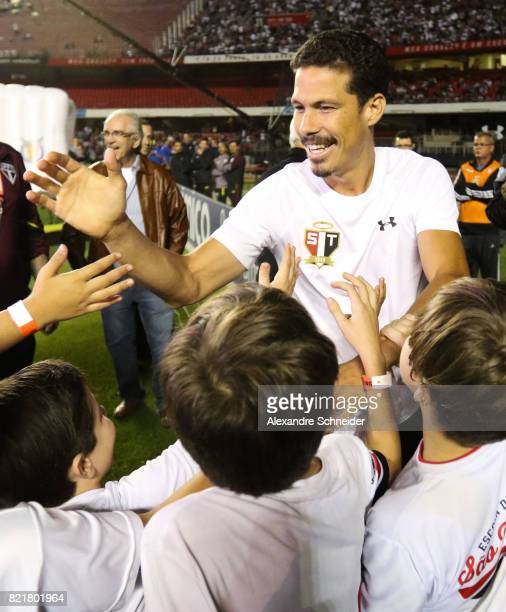 Hernanes of Sao Paulo is presented as a new player before the match between Sao Paulo and Gremio for the Brasileirao Series A 2017 at Morumbi Stadium...