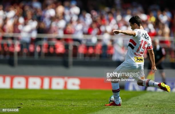 Hernanes of Sao Paulo scores their thirth goal with his team mates during the match between Sao Paulo and Cruzeiro for the Brasileirao Series A 2017...
