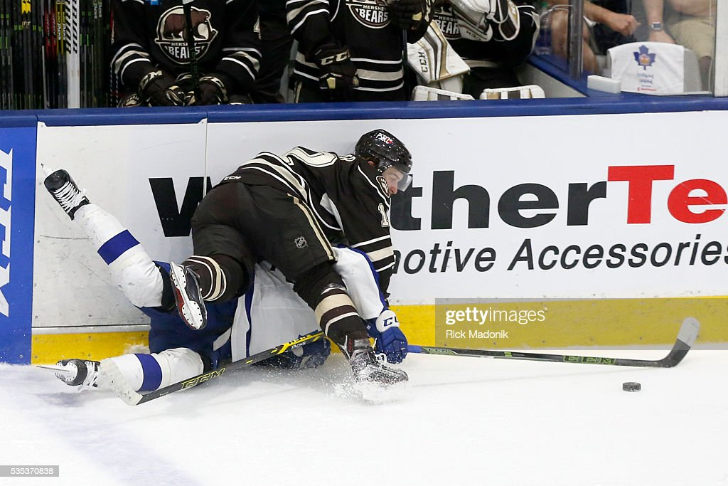 Hershey Bears left wing Nathan Walker (12) draws a penalty for taking out Toronto Marlies left wing Nikita Soshnikov (90). Toronto Marlies V Hersey Bears during 1st period play of Game 5 of AHL playoff action at the Ricoh Coliseum. Hersey leads the series 3-1. Toronto Star/Rick Madonik
