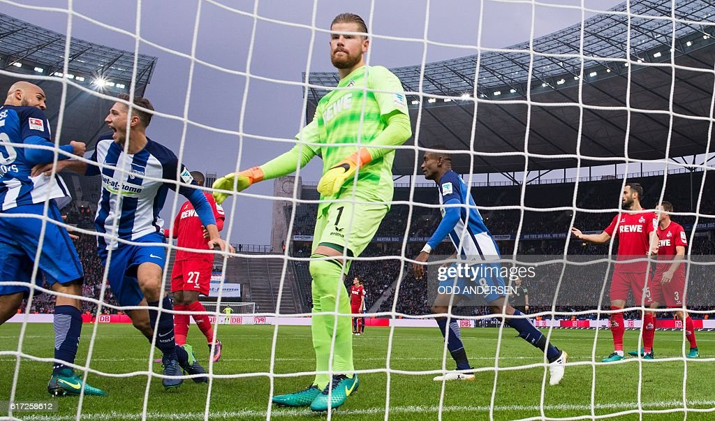 Hertha Berlin's midfielder Niklas Stark (2nd, L) celebrates scoring his side's 2nd goal during the German first division Bundesliga football match between Hertha BSC Berlin and FC Cologne in Berlin, on October 22, 2016. / AFP / Odd