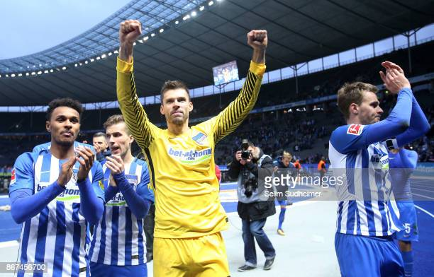 Hertha BSC celebrate their teams win with Goalkeeper Rune Jarstein after the Bundesliga match between Hertha BSC and Hamburger SV at Olympiastadion...