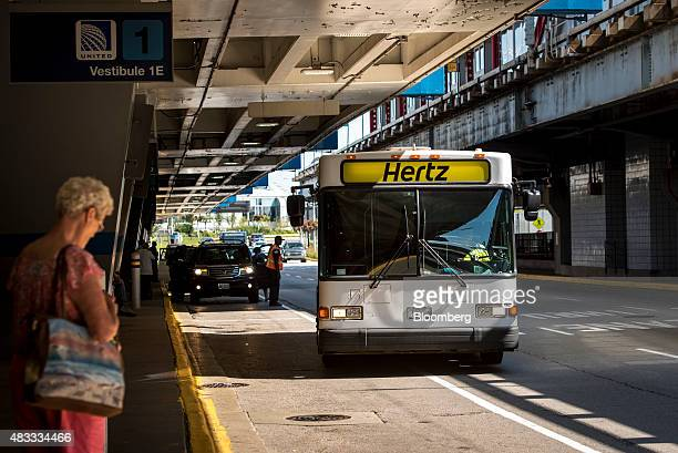 A Hertz Global Holdings Inc shuttle bus operates at O'Hare International Airport in Chicago Illinois US on Thursday Aug 6 2015 Hertz is scheduled to...