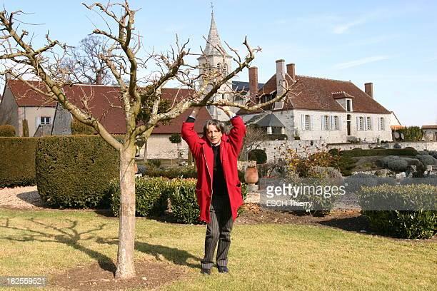Herve Vilard At Home In Celette Hervé VILARD qui vient d'écrire son autobiographie 'L'âme seule' aux éditions Fayard reçoit Paris Match chez lui...