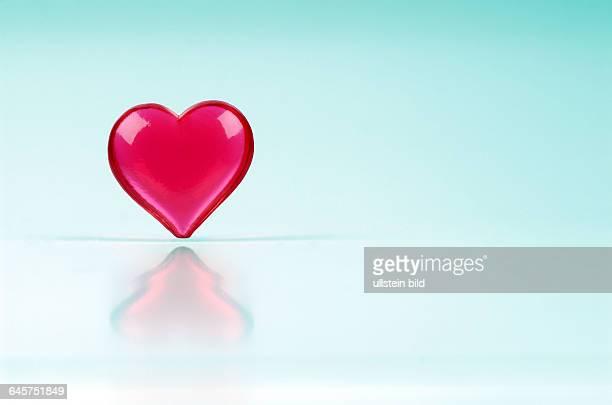 Herz Herzen rotes rote rot Liebe Herzschmerz Partnerschaft Partnerschaften Ehe Gef¸hl Gef¸hle lieben verlieben einsames einsame einsam allein...